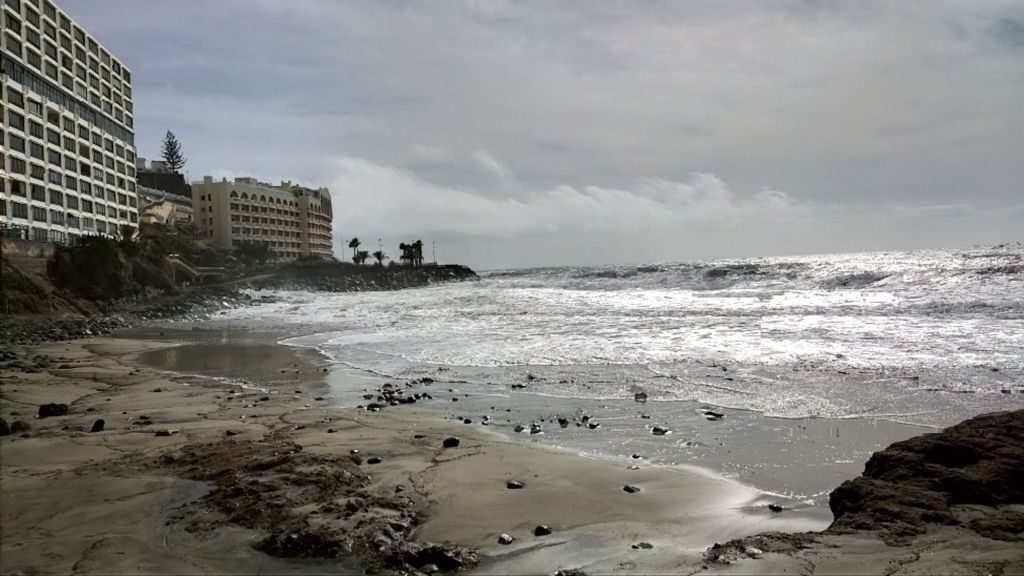 Uvær Strendene forsvinner i Arguineguin Gran Canaria