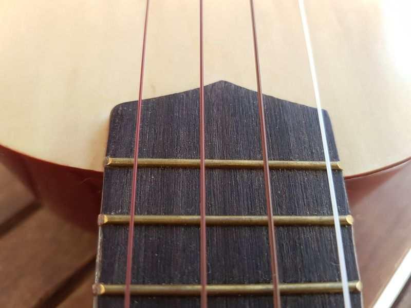 ukulelen-4-strenger-3-farger