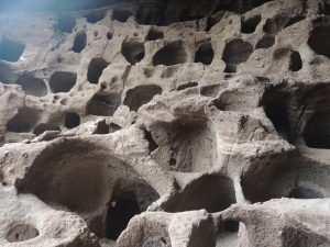 Huler for oppbevaring av mat for urfolket på Gran Canaria - Castillo de Santa Bárbara y San Hermenegildo.