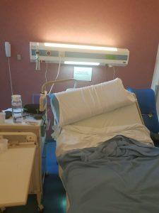 Pasient på vei ut Sykehushistorier