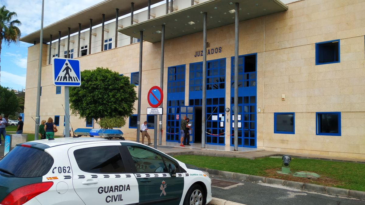 En historie om politiet på Gran Canaria - Retten er satt! theislandsinthesun.com